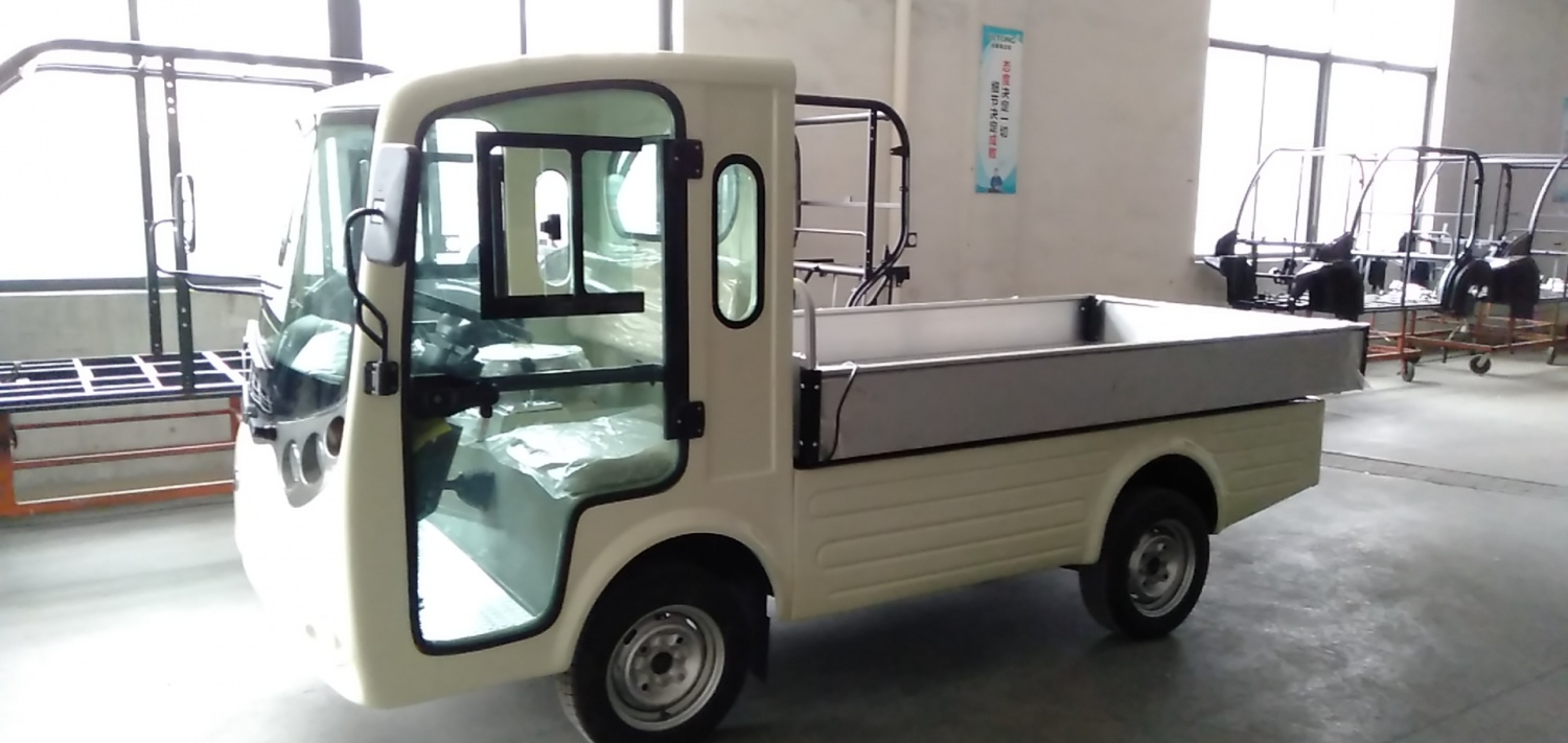 Electric mini utility vehicle